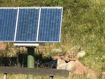 Reliable solar power supply for switches on railway systems. Solar panels with solar cells for solar power systems for point control for railway technology, signal technology, lighting systems & industrial systems. Solar panel for the outdoor power supply