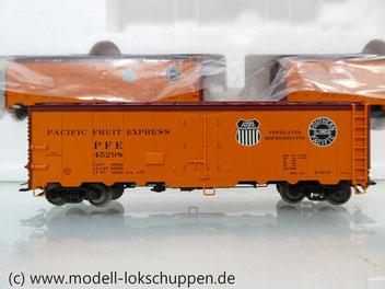 Märklin 45680 Set- 3 Kühlwagen (Refrigerator Car) Typ R-40-14 der UP / S.P.