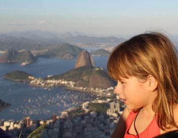 devant la baie de Rio