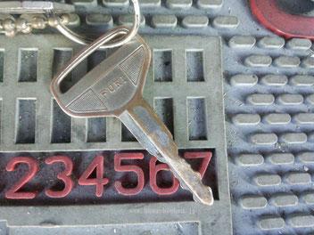 使い込んで摩耗した鍵