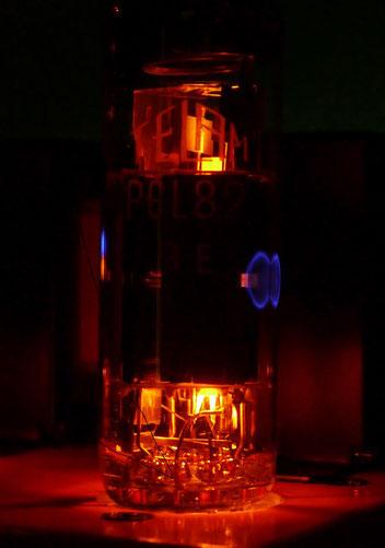 真空管 PCL82 管壁の蛍光