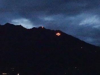 Feuer auf den Bergen in Südtirol in Meran und Umgebung