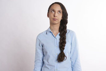 Online-Dating Tipp: Die Frau kann von eurem Gespräch gelangweilt sein.