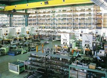 幅広プレス一筋50年、自動車部品、業務用ガス赤外線焼物器製造、販売の土岐津産業です。