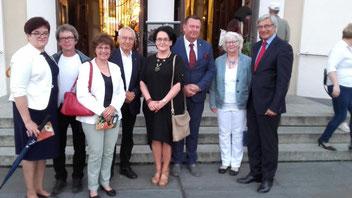 Die Delegation aus Husum wird vom Bürgermeister und seiner Frau und der stellv. Bürgermeisterin empfangen.