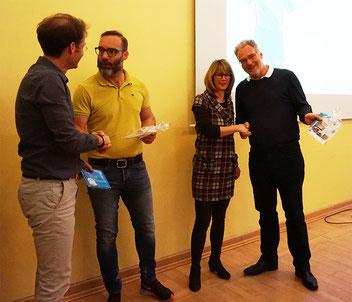 Der Vorstand bedankt sich bei den anwesenden Sponsoren Steffi Seitzt (Hegel-Apotheke) und Thorsten Knab (KS-Immobilien)
