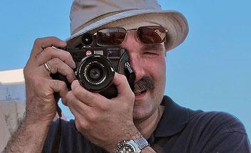 Die LEICA M9 beim Einsatz auf Reisen. Man hasst sie oder man liebt sie. Der Verfasser tut beides. Foto Dalyani Schoerner