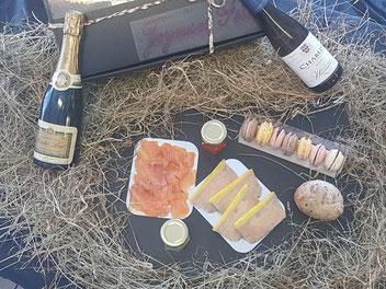 Contenu du coffret gourmand Foie gras, saumon fumé, macarons, chablis, champagne