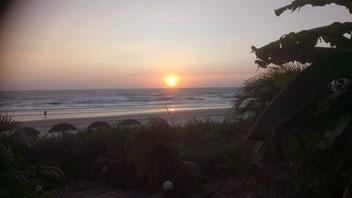 Genieten van een mooie zonsondergang op Ashvem beach