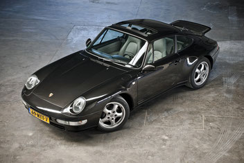 Porsche 993 Carrera in loods