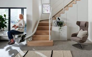 Beratung, Angebot und Einbau von geraden Sitzliften oder Kurvenliften