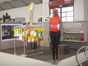 NEONON ISPO bike booth