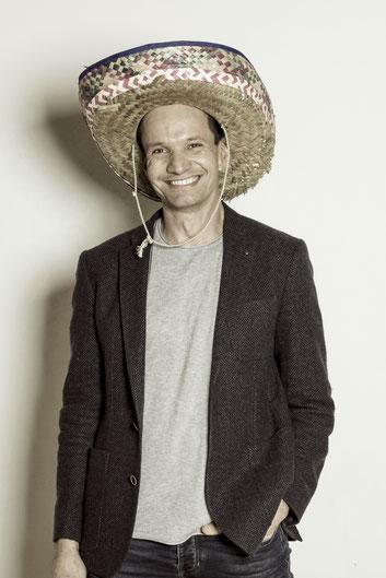 Foto vom Chef , der tut hier einen auf lässig mit Sombrero