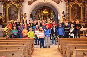 Die Wallfahrergruppe nach dem Pilgersegen in der Pfarrkirche Tegernheim