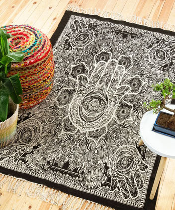 Mandala Goa Teppich in schwarz weiß von Karmandala