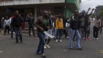 Rabbia xenofoba in Sudafrica, immigrati uccisi col machete (aprile 2015)