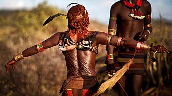 Cicatrici di una donna di etnia Hamer fustigata