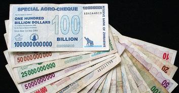 Banconote emesse dalla Banca dello Zimbabwe durante l'iperinflazione
