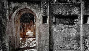Porte sul passato a Gede