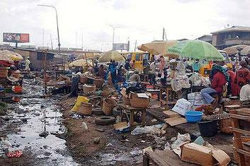 Abuja capitale della Nigeria. È  riste che la 'defecazione aperta' sia ancora una grande sfida nel Paese
