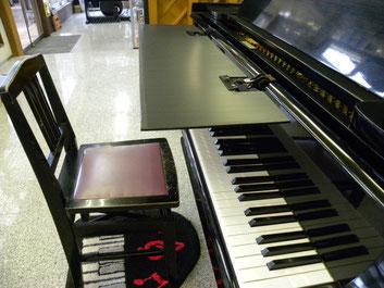 ピアノブラインドをグランドに取り付ける