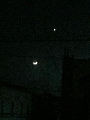 iPhoneでそのまま撮影した月の写真