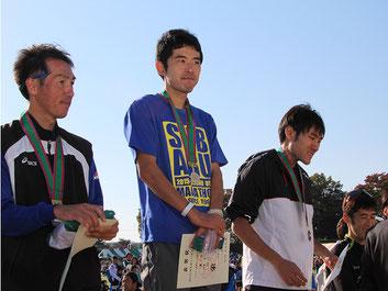 (写真左から)2位の鳴海さん、1位の河野さん、3位の阿由葉さん