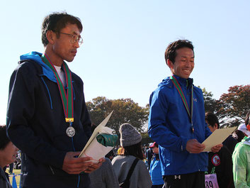 (写真左から)2位の本間さん、3位の田村さん