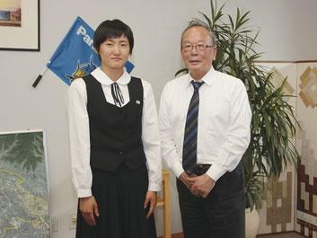 大会前に太田市役所を訪れた意気込みを語った諸田(左)と清水聖義太田市長