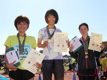 (写真左から)2位の齊藤さん、1位の長能さん、3位の小林さん