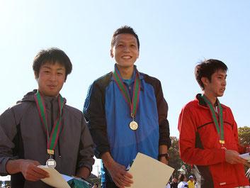 (写真左から)2位の徳原さん、1位の細谷さん、3位の和田さん