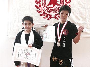 伊勢崎市長賞を獲得した内藤(左)と初優勝の横山