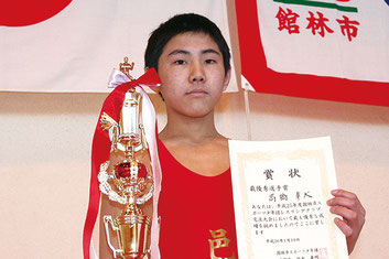最優秀選手賞を獲得した高橋