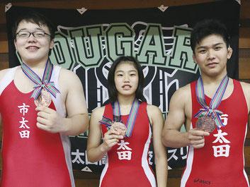 3位入賞を果たした(写真左から)若林・宮原・小松﨑