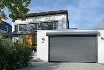 Porte de garage enroulable Hörmann RollMatic en applique extérieur
