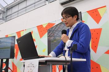 武藤亮平さん。第2期最終発表会での発表の様子。