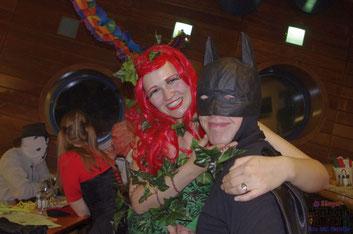 """Die """"Superhelden und Superschurken"""", Verena Beham als """"Poison Ivy"""", Robert Stoiber als """"Batman"""""""
