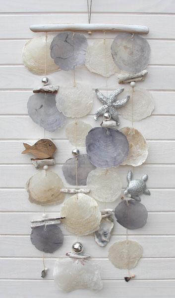 Windspiel in silber-grau-natur im nordischen Design