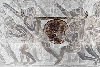 The sculpture shows two rows of nails fixing the skin on the barrel. Angkor Wat, Battle of Kurukshetra. 12th c.
