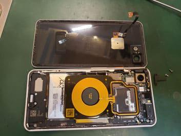 バッテリーケーブルを取り外したLenovo Tab5