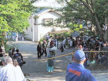 大阪茨木阿為神社例祭。大念寺門前