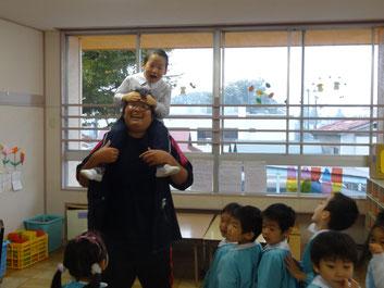 肩車で子供たちも喜んでくれました。