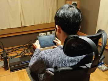 MQA-CDを再生すると、手元のiPadにMQA88kなどと再生中のコンテンツの情報が表示される。専用アプリを使った操作は快適だ。