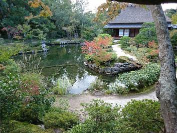 奈良依水園のお庭 ゆっくりと堪能できます。 京都観光タクシー永田信明