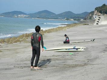 今日もパドリング定例会、潮が引きだして、少し乗れましたよ~~(^_^)/