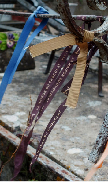 cimetiere-croix-stele-monnument-tombale-habillage-granit-pierre-marbre