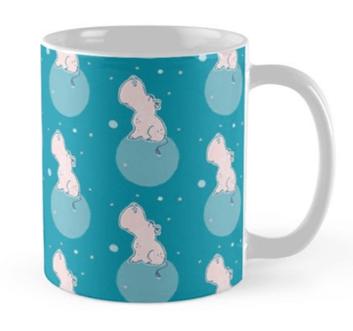 Nilpferd, Flusspferd - blau gemustert - Tasse bei Redbubble – Illustration Judith Ganter - Illustriertes Kopfkino für Alltagsoptimisten