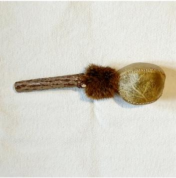 R16 Rssel Hirschhaut, Kaninchen, Griff Holunder, gefüllt mit Mungbohnen, Länge 26 cm, 65 €