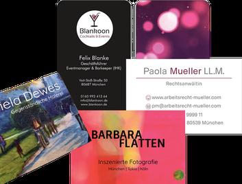 Gestaltete Visitenkarten als Beispiele für Geschäftsausstattung der Web-Manu-Faktur München