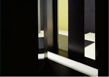 Le noir familier (3) 2011, Diasec, 126 x 185 cm